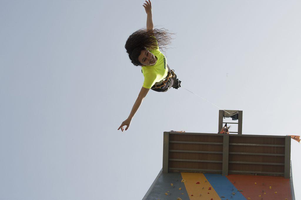 פארק אקסטרים בעכו סיגל עושה באנגי מגובה של 30 מטר עבור הדסק צילם אפי שריר